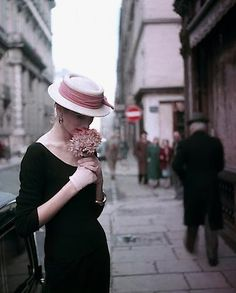 Georges Dambier's shot of Suzy Parker in Paris in 1953 from Peter Fetterman Gallery at the Winter Antiques Show