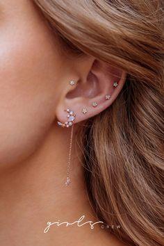 Cartilage ear cuff - no piercing ear cuff - cartilage earrings - helix hoop - minimalist ear cuff - dainty ear cuff - boho ear cuff - Custom Jewelry Ideas Piercing Oreille Cartilage, Tragus Piercings, Cartilage Earrings, Ears Piercing, Cartilage Piercings, Body Piercings, Piercings Bonitos, Ear Piercings, Piercing Ideas