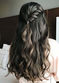Awesome Bridesmaid with a Twist Style You Must Try in 2020 Bridal Braids, Wedding Braids, Curly Wedding Hair, Braided Hairstyles For Wedding, Loose Hairstyles, Bridal Hairstyles, Gorgeous Hair, Amazing Hair, Beautiful