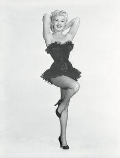Black Pin Ups In History   HelloBeautiful Pin Up Vintage, Vintage Glamour, Vintage Girls, Vintage Beauty, Hollywood Icons, Old Hollywood Glamour, Vintage Hollywood, Classic Hollywood, Hollywood Stars