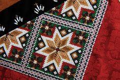 Bilderesultat for bringeduker til bunad Bead Crochet Rope, Ice Princess, Going Out Of Business, Ear Warmers, Norway, Folk, Bohemian Rug, Embroidery, Blanket
