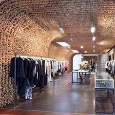 Loja Owen, em Nova Iorque, EUA. Projeto do escritório Tacklebox Architecture. #moda #atitude #fashion #fashionattitude #lojaconceito #conceptstore #storedesign #interior #interiores #artes #arts #art #arte #decor #decoração #architecturelover #architecture #arquitetura #design #projetocompartilhar #davidguerra #shareproject #owen #owenny #novaiorque #newyork #ny #eua #usa #tackleboxarchitecture