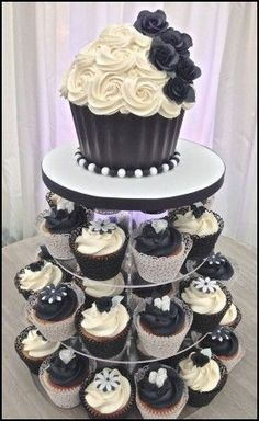 cupcake:Marvelous Order Birthday Cake Online Giant Cupcake Cake Where Can I Buy A Big Cupcake Large Cupcake Cake Awesome where can buy big cupcake Cupcakes Design, Gold Cupcakes, White Wedding Cupcakes, Black And White Cupcakes, Cupcake Tower Wedding, White Cakes, Giant Cupcakes, Wedding Desserts, Cake Designs