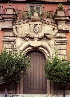 C'è Roma e Roma: Benvenuti nella Casa dei Mostri!