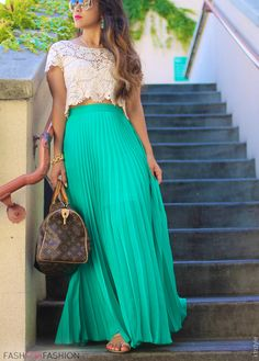 Flowy Summer Look | Pleated skirt #turquoise Add a little length to the shirt and an actual undershirt and I would love this outfit!