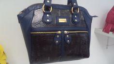 Bolsa Hélia em estampa de cobra, com confort azul.
