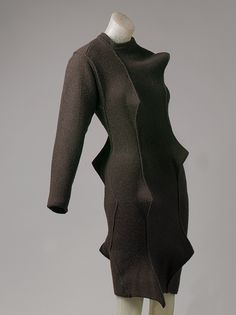 issey miyake as a link from fashion to architecture