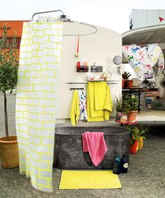 What a delightful bathroom!  Someone trying to make the most of the space in a studio apartment could probably learn a lot from innovative caravan decor like this.  Via 13zor (in French)