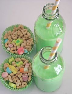 "Lucky Charms and green milk (what else?!) make for an easy early-morning treat to get your kiddos' day started off in a sweet way. Visit Thoughtfully Simple for free ""Over the Rainbow"" printables to add to the cuteness."