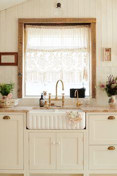 Devol Shaker Kitchen, Devol Kitchens, Beach House Kitchens, Home Kitchens, British Kitchen Design, Pearl Lowe, White Wooden Floor, New Kitchen, Kitchen Ideas