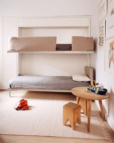 With limited space and a second baby on the way, this family outfitted their 675-square-foot, 2BD Brooklyn apartment with transforming wall beds from Resource Furniture. The Kali Duo bunk wall beds and Penelope queen wall bed fold seamlessly into the wall when not in use — so the kids can enjoy a spacious playroom by day, while mom and dad can use their master bedroom as a home office. Transforming Furniture, Furniture Making, Small Space Living, Small Spaces, Minimal Living, Clean Living, Resource Furniture, Shared Rooms, Bed Wall