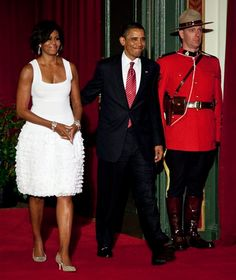 President Obama and First Lady Michelle Obama Michelle Obama Flotus, Michelle Obama Fashion, Barack And Michelle, Barack Obama Family, Malia And Sasha, First Ladies, Black Presidents, Presidents Usa, First Black President