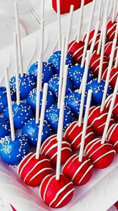 Festive 4th of July Cake Pops! Love this as a dessert for a party you may be attending or hosting this 4th of July!