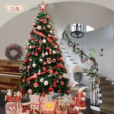 Enjoy the holiday! Christmas Colour Schemes, Christmas Colors, White Christmas, Christmas Holidays, Xmas, Christmas Baubles, Christmas Tree Decorations, Holiday Decor, Traditional Christmas Tree