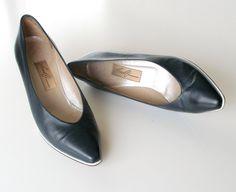 Vintage Amalfi Designer Heels Size 8B Navy Blue by retrogroovie, $38.98