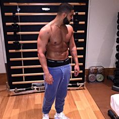 People Are So Thirsty for Shirtless Drake It?s Actually Impacting Their Lives | E! Online Mobile