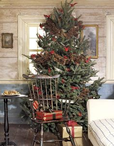 Country Christmas tree with Windsor chair /\ /\