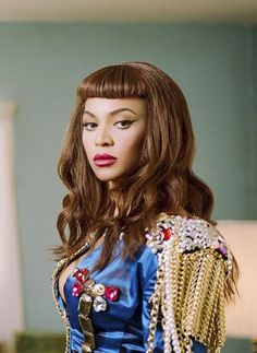 Beyonce with her 'Telephone' video Bettie Page look #beyonce #hair