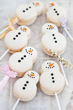 Sweet little Snowmen macaroons!