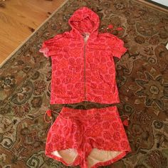 ADORABLE JUICY COUTURE SS JACKET AND SHORTS SET XL JUICY COUTURE TERRYCLOTH HOODIE JACKET AND HOTPANTS SET XL Juicy Couture Sweaters