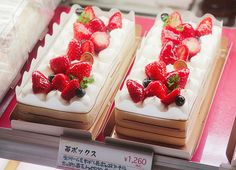 chijin: Strawberry Cake (by sanmai)