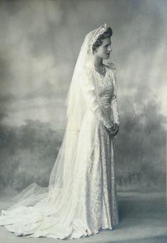 Catherine Stephenson. 1940 www.virginiajustermarriagecelebrantgympie.com