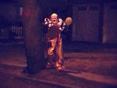 Mysterious clown sightings creeping out Staten Islanders. This is really scary! I already don't like clowns but this dude is just dressed up as a clown, walking around! He'll no! -soso