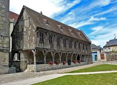 Bibliothèque du Chapitre, Noyon Cathedral, France.
