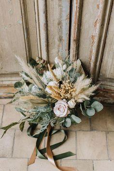 Gold Wedding Bouquets, Boho Wedding Flowers, Bride Bouquets, Flower Bouquet Wedding, Bridesmaid Bouquet, Floral Wedding, Boho Flowers, Flower Bouquets, Purple Wedding