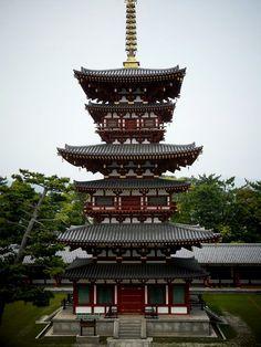 薬師寺:西塔全景