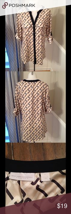 NY&Co blouse, great for work! Stylish and comfy , perfect for the office size M Tops Tunics