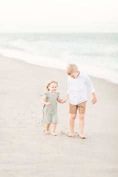 Jul 2019 - Beach photography session with Lakewood Ohio Family Photographer Erin Davison. Newborn, Maternity, and Family Photography in Cleveland, Akron, and Canton.