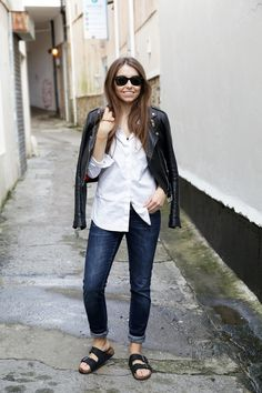 Gypsy Travel Pack Your Bags| Street Style| Comfort+Style| Blue jeans, white shirt