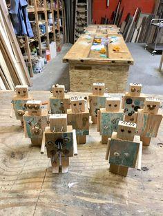 Crafts For Boys Wooden robots kinderfeest hout robot Crafts For Boys, Diy For Kids, Kids Woodworking Projects, Diy Woodworking, Diy Robot, Wood Toys, Wood Crafts, Design, Garage Workbench