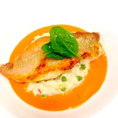 Sébaste juste rôtie, Risotto aux pequillos et petits pois. #lastrasbourgeoiseparis #poisson #restaurantinparis #foodies