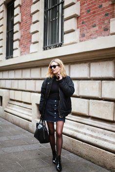 Allure parisienne chic avec l'incontournable de Longchamp. www.leasyluxe.com #longchamp #parisian #leasyluxe