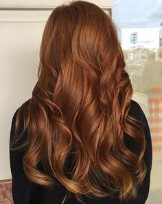 #6: Deep Copper Curls The deep copper hair color with hints of red and honey makes for a bright and eye-catching solution. Throw in a few soft waves to help the