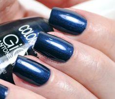 Esmalte Olhe, não toque! da coleção Poder da Cor da Colorama. Esmalte azul, esmalte azul marinho, esmalte escuro, esmalte cintilante, esmalte marinho.