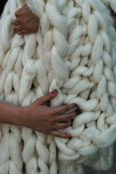 DIY Gigantic Chunky Knit Blanket (complete with instructional video!).