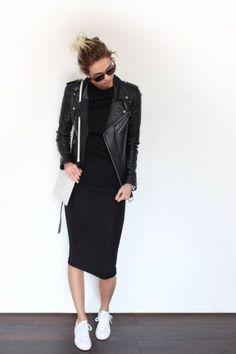 Schwarzes Kleid kombinieren: rockig und modern Lässig mit sneakers