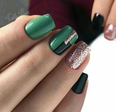Employing glitter nail polish is the simplest approach to create a brilliant manicure. If you wish to continue to keep your nails easy and timeless, add a traditional holly branch to your glittery nails. Cute Nails, Pretty Nails, Olive Nails, Nails Now, Nagellack Design, Latest Nail Art, Bright Nails, Glitter Nail Art, Green Nails
