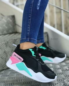 Sneakers Outfit Casual, Sneakers Fashion Outfits, Cute Sneakers, Best Sneakers, Fashion Boots, Shoes Sneakers, Casual Shoes, Hype Shoes, On Shoes