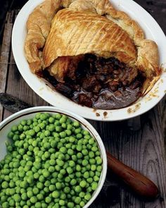 Steak, Guinness & Cheese Pie with a Puff Pastry Lid (Jamie Oliver). The cheese gives a good flavor, as does the ale. Next time make sure to add enough liquid when baking the filling. My first attempt was not quite saucy enough, though delicious. Irish Recipes, My Recipes, Beef Recipes, Cooking Recipes, Favorite Recipes, Dinner Recipes, Steak And Guinness Pie, Guinness Pies, Guinness Recipes
