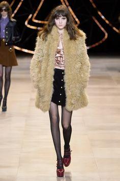Celine Fall 2020 Ready-to-Wear Fashion Show - Vogue Fashion Week Paris, Fashion 2020, Fashion Trends, Celine, Vogue Paris, Black Skirt Suit, Fashion Show Collection, Mannequins, Style Guides