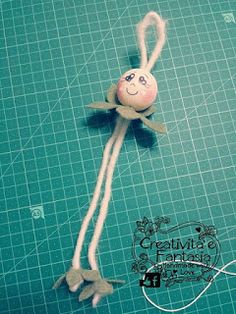 come realizzare una bambolina fata in feltro Music Ornaments, Ornaments Design, Diy Christmas Ornaments, Creative Crafts, Easy Crafts, Diy And Crafts, Angel Crafts, Clothespin Dolls, Theme Noel