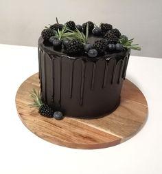 Lakritsi-Vadelmamousse täytekakku suklaakreemillä - Kohokohta.com Toffee, Panna Cotta, Pudding, Sweets, Candy, Baking, Ethnic Recipes, Desserts, Food