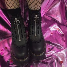 pink and black grunge aesthetic Punk Outfits, Pastel Goth Outfits, Aesthetic Shoes, Goth Aesthetic, Aesthetic Clothes, Grunge Look, Black Grunge, Goth Shoes, Grunge Shoes