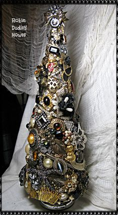 Artículos similares a SALE! Gold and Black Bejeweled Christmas tree bling shiney OOAK hand made rhinestones en Etsy