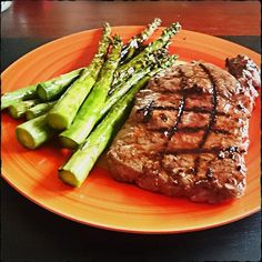 Rumpsteak with green asparagus  #Steak #foodblog #foodlover #foodstagram #asparagus #spargel
