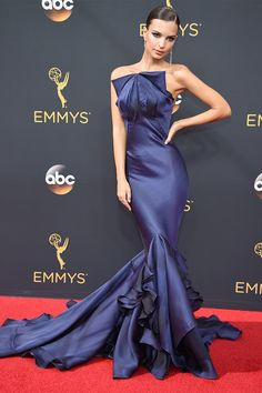 Emily Ratajkowski in Zac Posen attends the Emmy Awards 2016